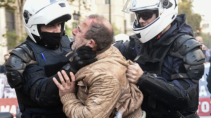 Ψήφισμα ενάντια στον αυταρχισμό της κυβέρνησης στη συμβολική συγκέντρωση της Αθήνας